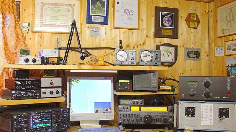 CBWI January 2002 PanaVise Pedestal Mounts Used For CB & Amp; Amateur Radio